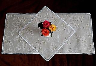 Úžitkový textil - Prestieranie biele kvety (42 x 42) - 13292259_