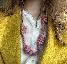 Náhrdelníky - Dlouhý náhrdelník - růžové uzly - 13290132_