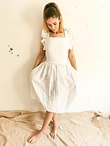 Šaty - Dámske ľanové šaty s volánmi (Biela) - 13291999_