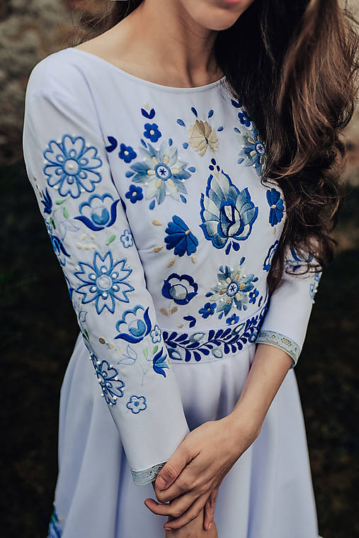 Svadobné šaty modré kvety Vajnory
