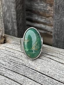 Náhrdelníky - Zelený oválny chryzopras - prsteň - 13297232_
