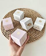 Dekorácie - Personalizované Drevené kocky Vitaj Girl - 13295239_
