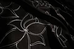 Šály - Čierne kvety - hodvábny šál - 13301615_