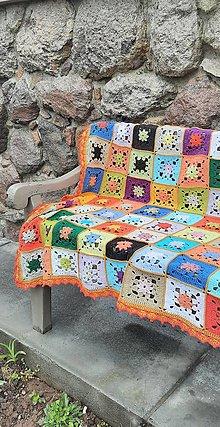 Úžitkový textil - Veľká háčkovaná pestrofarebná vintage deka - 13301306_