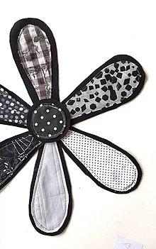 Materiál ručne robený - Kvet s priemerom 30 cm čiernobiely - 13304444_