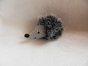Hračky - Mäkučký malý ježko háčkovaný - sivočierny - 13304182_