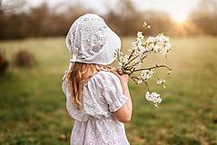 Detské oblečenie - Šaty z madeiry + čepček - 13306790_