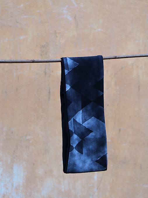 Úpletová čelenka trojuholníky čierne