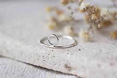 Prstene - Strieborný prsteň s kruhom (prázdny) - 13310898_