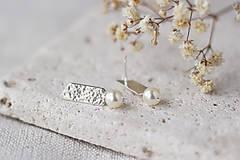 Náušnice - Strieborné tepané náušnice so swarovski perlami - 13311232_