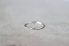 Prstene - Strieborný prsteň s kruhom (prázdny) - 13311695_