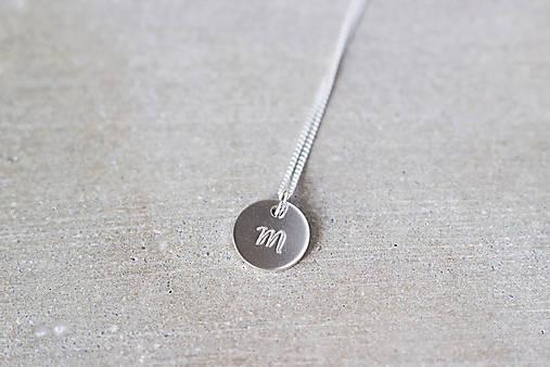Strieborný medailón s písmenom (1 prívesok)
