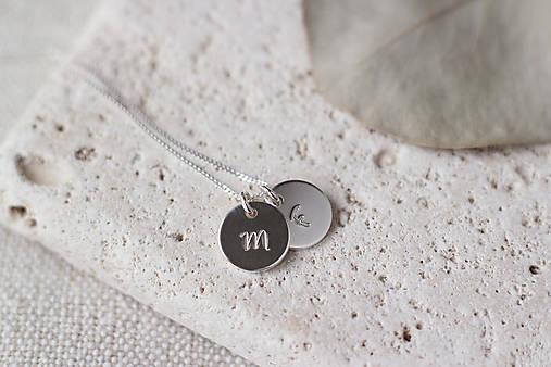 Strieborný medailón s písmenom (2 prívesky)