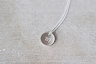 Náhrdelníky - Strieborný medailón s písmenom (1 prívesok) - 13311075_