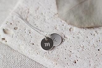 Náhrdelníky - Strieborný medailón s písmenom (2 prívesky) - 13311082_