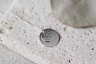 Náhrdelníky - Strieborný náhrdelník s dvojitým príveskom - 13311367_