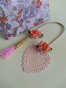 Papiernictvo - Záložka (ružové srdiečko s kvietkom a strapčekom) - 13312004_