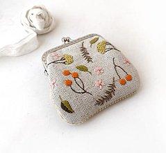 Peňaženky - Vyšívaná peňaženka S Bobuľky oranžové a lúčne kvietky - 13312106_