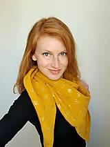 Šatky - Veľká mušelínová šatka - žltá farba so zlatou potlačou púpav - 13319620_