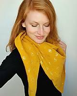 Šatky - Veľká mušelínová šatka - žltá farba so zlatou potlačou púpav - 13319623_