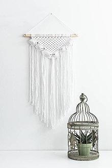 Dekorácie - Makramé závesná dekorácia na stenu - biela - 13320987_