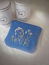 Taštičky - Modrá ručně vyšívaná taštička - 13320182_