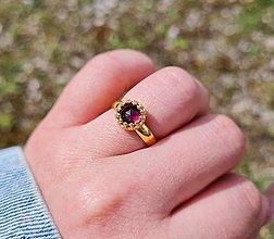 Prstene - Prsteň Granát z pozláteného striebra - 13326772_