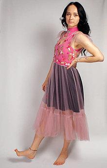 Šaty - Ružové ŠATY tylové s kvetmi - 13326637_