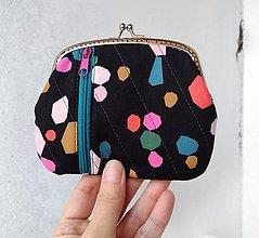 Peňaženky - Peňaženka XL Farebné geometrické tvary (s kapsičkami) - 13327102_
