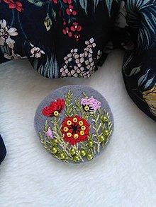 Odznaky/Brošne - Poppies (ručne vyšívaná brošňa) - 13328608_