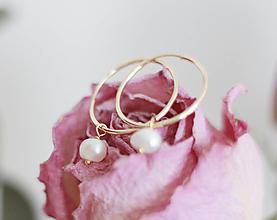 Náušnice - Kruhové náušnice plnené 14kt zlatom s perlou - 13337891_