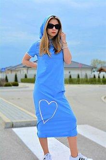 Šaty - Úpletové šaty Missy s kapucňou a krátkym rukávom - 13337946_