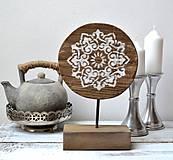 Drevená dekorácia s mandalou