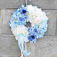 Dekorácie - Veniec na dvere ombré, dúhový,celoročný, modrý, biely - 13341362_