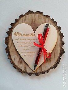 Tabuľky - Srdce s poďakovaním pre mamičku s gravírovaným perom - 13344428_