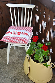 Úžitkový textil - Vidiecky vyšívaný vankúš - 13346312_