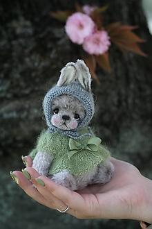 Hračky - Mini medvedica v obleku zajaca - 13345558_