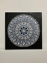 Obrazy - Mesačná kvetinová mandala - 13353868_