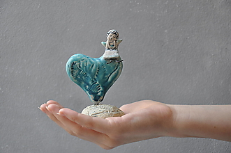 Dekorácie - Anjel na srdiečku tyrkysový v prírodnom motíve - 13354319_