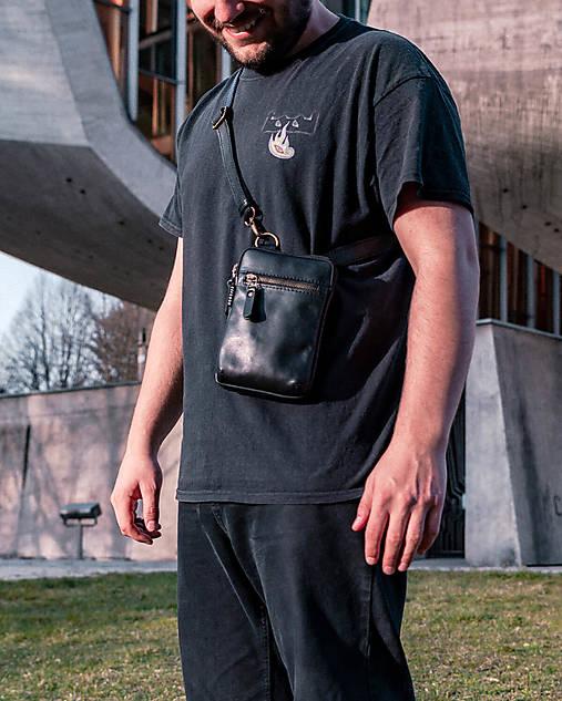 Kabelky - Pánska kožená crossbody taška léta II. - 13353815_