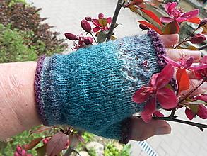 Rukavice - Tmavozelené Bezprsté rukavice - Ostružina s korálkami - 13356935_