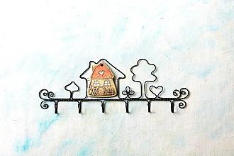 Nábytok - Vešiak  chalúpka *26 cm - 13357127_
