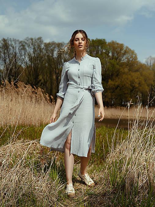 Mušelínové šaty šedé
