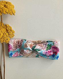 Detské čiapky - Čelenka v bledomodrej farbe s pestrofarebnými kvietkami - 13362533_