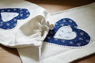 Úžitkový textil - Ľanové vrecko s modrým srdcom - 13367411_