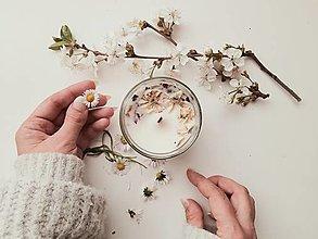 Svietidlá a sviečky - Prírodná sójová sviečka s vôňou santalového dreva - 13366001_