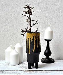 Dekorácie - Čierna váza na nožičkách - 13368435_
