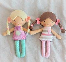 Hračky - Menšia látková bábika blondínka alebo hnedovláska - 13370304_