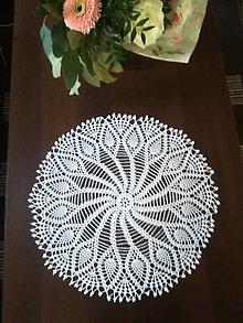 Úžitkový textil - Háčkovany biely stredový obrus - 13374623_