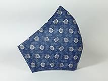 Rúška - Rúško antibakteriálne biele kvety na modrej,skladom - 13372844_